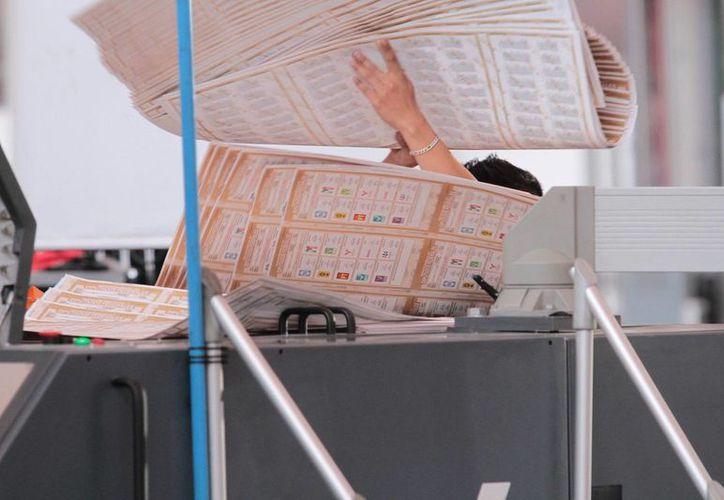 Para la impresión de las boletas el INE dispuso de 600 toneladas de papel seguridad. (Notimex)