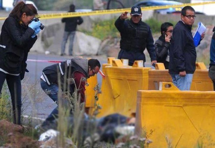 Los cuerpos fueron localizados en el kilómetro 39 de la carretera México-Toluca, a la altura de La Marquesa. (twitter.com/Factor_Mx)