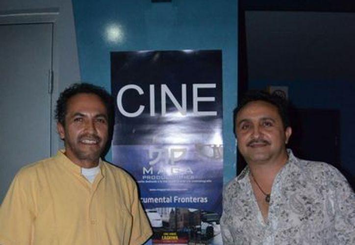 Miguel Gallardo y Carlos Navarrete durante la presentación de la producción. (Yenny Gaona/SIPSE)