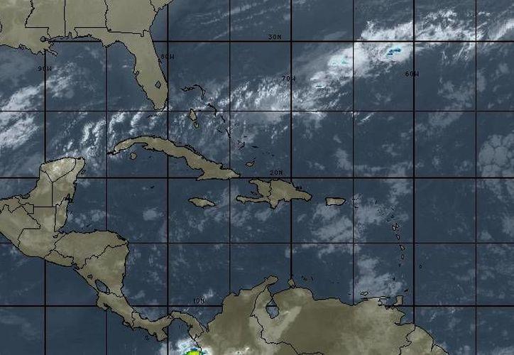 En la Península de Yucatán se espera ambiente cálido durante el día y viento del noreste de 20 a 35 kilómetros por hora. (Intellicast)