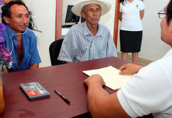La Academia Municipal de la Lengua Maya desarrolla un programa piloto para enseñar el idioma a los burócratas, a fin de que ofrezcan mejor atención a los mayahablantes. La imagen es de contexto. (Archivo/SIPSE)