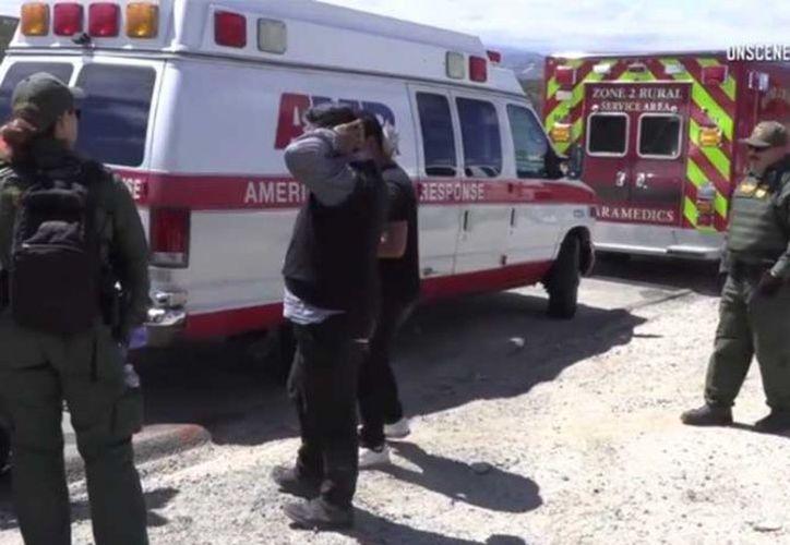 La Patrulla de Carreteras de California dijo que un testigo reportó que el remolque, llevado por una camioneta, comenzó a zarandearse. (San Diego Unión Tribune)