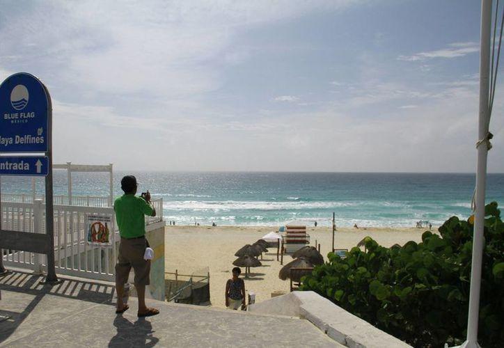 Continúa el arribo de turistas al Caribe mexicano. (Miguel Ángel Ortíz/SIPSE)