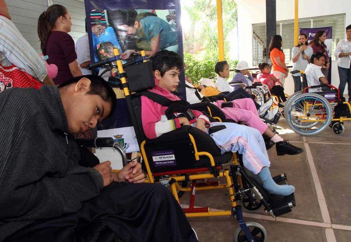 Los aparatos ortopédicos del DIF servirán en el Patronato Peninsular Pro Niños con Deficiencia Mental y en el albergue La Divina Providencia. (SIPSE)