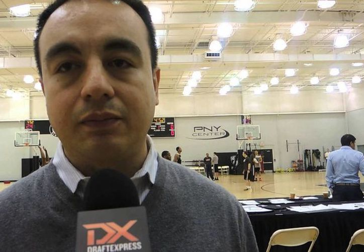 Rosas trabajó nueve años con los Rockets. (youtube.com)