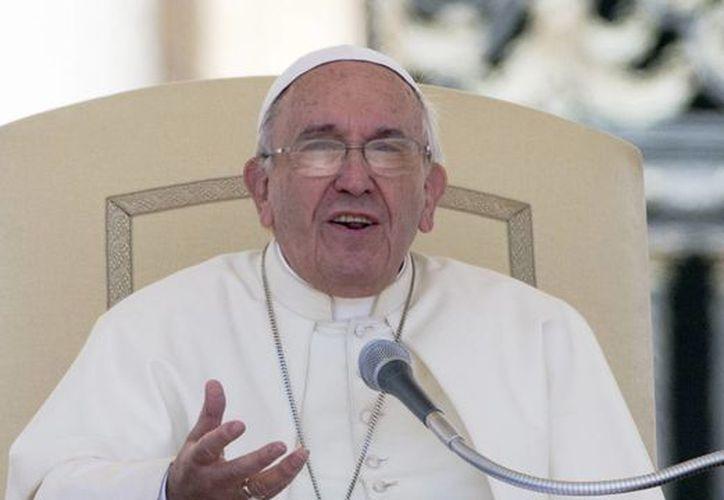 El Papa comparó el noviazgo con un fruto, el cual debe cuidarse hasta alcanzar la madurez. (AP)