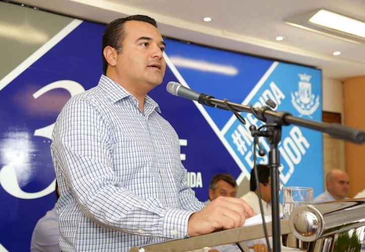 Renán Barrera Concha, quien entregará la Alcaldía en septiembre, dijo que en los próximos dos años los trabajadores del Ayuntamiento podrán acceder a un crédito hipotecario. (SIPSE)