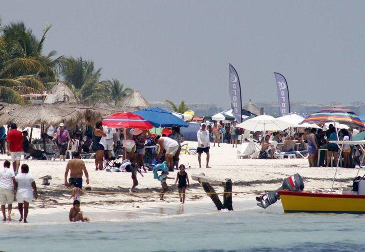 Se registra excelente actividad turística en la paya. (Sergio Orozco/SIPSE)