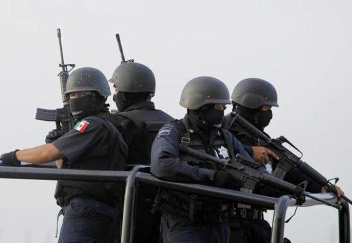 Los uniformados que recibieron impactos de bala fueron traslados vía aérea al puerto de Lázaro Cárdenas y otros a Morelia, para su atención médica. (Archivo SIPSE)