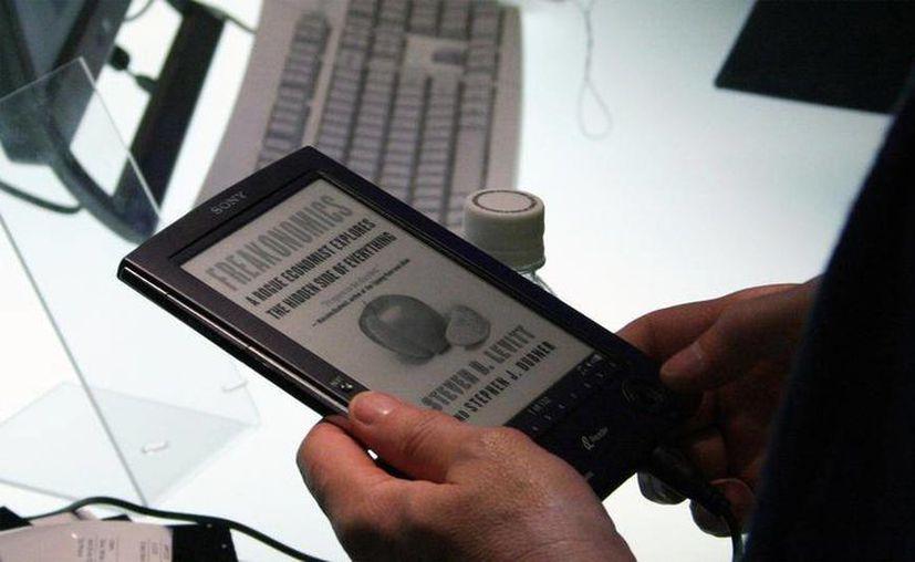"""Quienes cuenten con un teléfono inteligente, tabletas o computadora personal, podrán tener acceso a los libros de """"BiblioTech"""" a través de internet. (mshcdn.com)"""