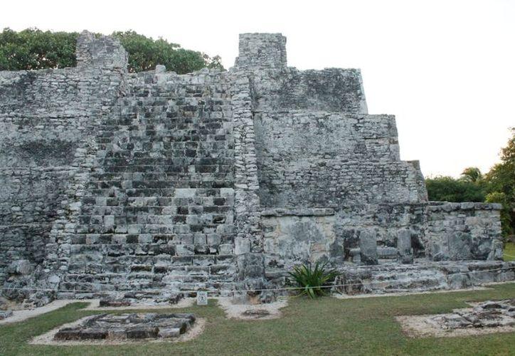 Un gran legado cultural dejaron los mayas al mundo entero; en sus estelas y monumentos plasmaron lo que vivieron en su momento, que no tienen nada que ver con la destrucción, afirman expertos. (Jesús Tijerina/SIPSE)