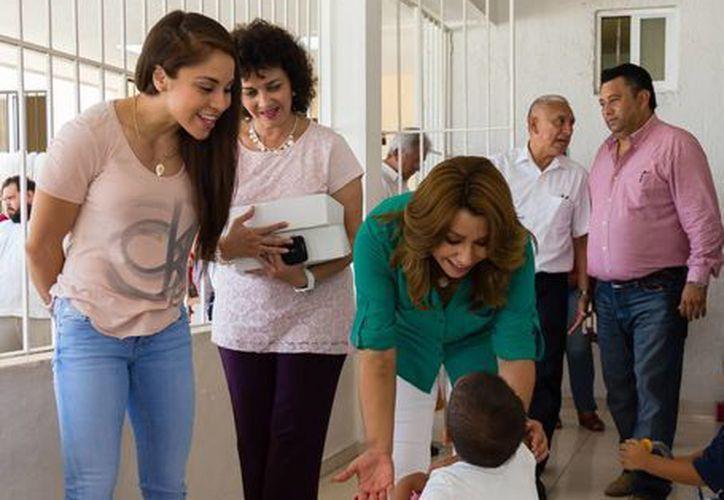 La raquetbolista mexicana, Paola Longoria, visitó este sábado el Centro de Atención Integral al Menor en Desamparo de Yucatán. (Milenio Novedades)