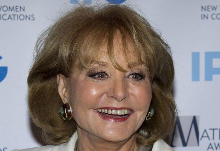 Barbara Walters fue llevada a un hospital para que la atendieran. (Agencias)