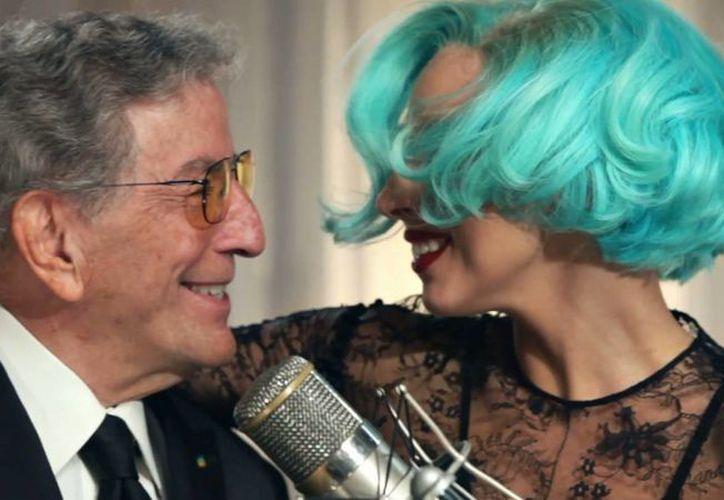 Tony Bennett y Lady Gaga (d), quienes mantienen un trato muy cordial, son dos de los artistas que se presentarán en el Festival de Jazz de Nueva Orleans. (thekey.xpn.org/Foto de archivo)