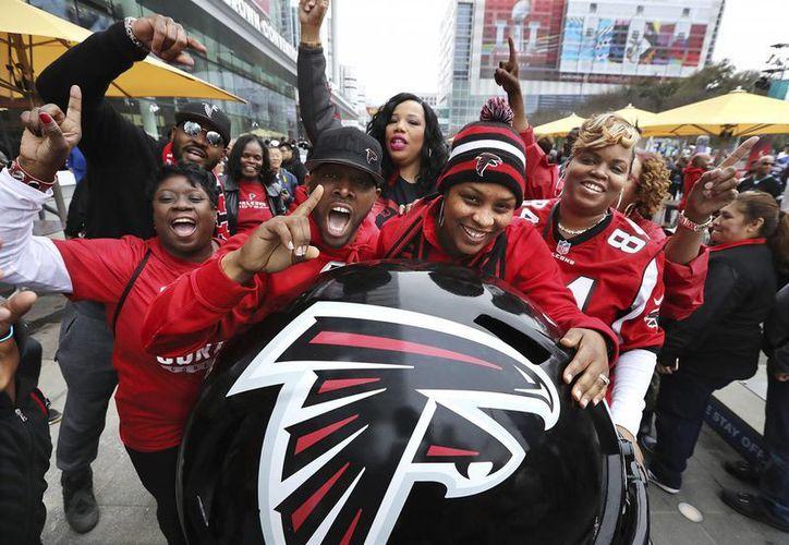 Los aficionados de Atlanta ya están atrincherados en Houston para ser testigos del Super Bowl LI. (Imágenes de AP)
