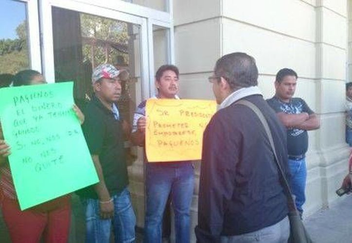 Unos 53 agentes policiacos de Chilpancingo exigen la entrega de una tarjeta de enseres domésticos, así como el pago de su liquidación. (Milenio)