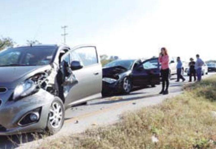 El conductor declaró que no se fijó de la maniobra del compacto y no pudo evitar el choque. (José Acosta/ SIPSE)