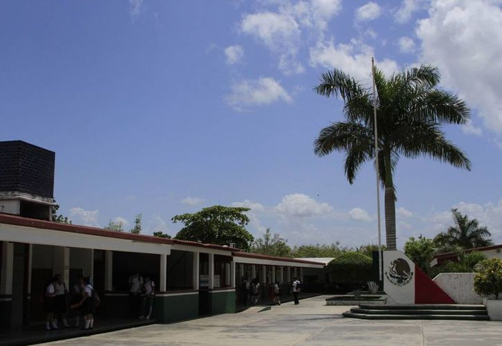 Cobach Dos consta de 974 alumnos dispersados en turno matutino y vespertino, atendidos por 44 maestros. (Celcar López/SIPSE)
