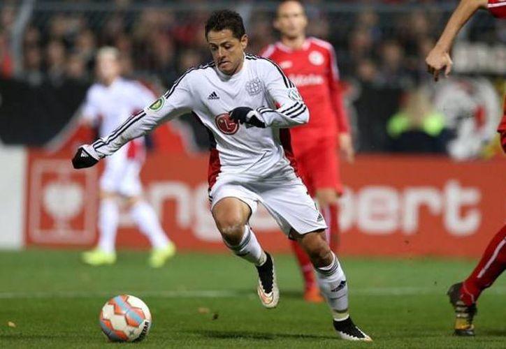 Javier Hernández contribuyó con dos goles en la goleada del Bayer Leverkusen contra el Viktoria Köln, de cuarta división, esto en partido de la Copa de Alemania. (Twitter: @bayer04fussball)