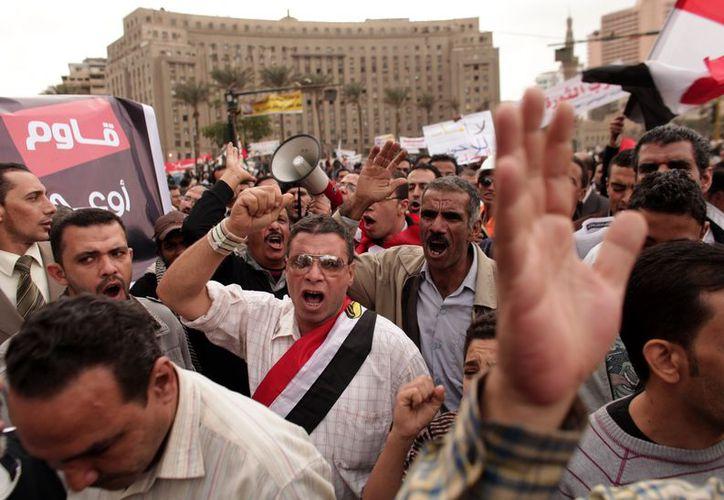 Unos 10,000 opositores de Morsi se reunieron en el centro de la segunda metrópolis más grande del país. (Agencias)