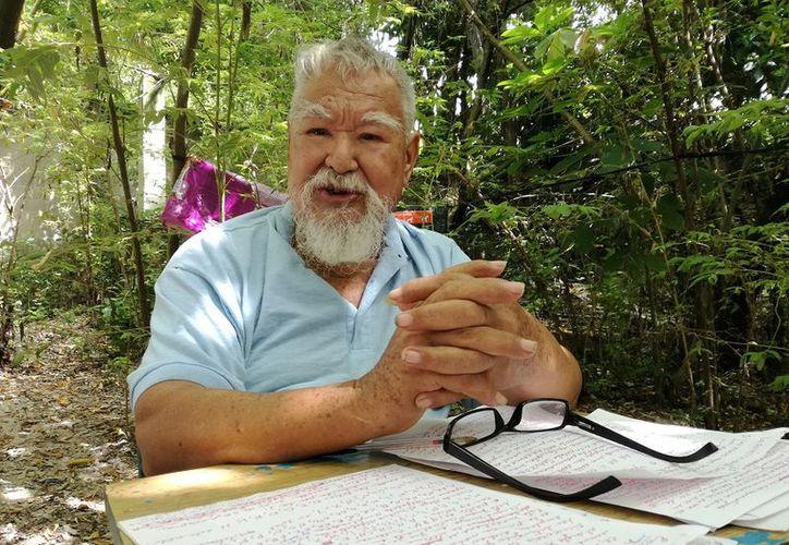 El también escritor, tiene dos libros en su haber: El médico de los pobres y el grito de Chiapas. (Javier Ortiz/SIPSE)