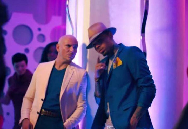 Estrena Pitbull al lado del rapero Chris Brown el videoclip del tema 'Fun'. (Captura de pantalla/YouTube)
