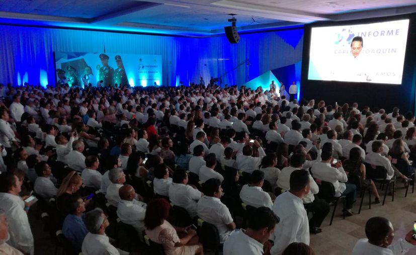 El gobernador de Quintana Roo, Carlos Joaquín González dirigió ayer un mensaje en el Centro Internacional de Negocios y Convenciones de Chetumal, con motivo de su segundo informe de gobierno. (Ángel Castilla/SIPSE)