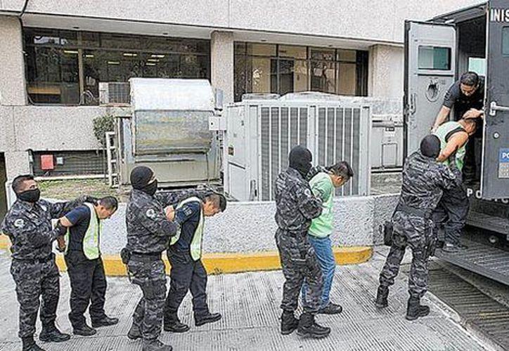 Policías de Iguala y Cocula fueron trasladados de la Ciudad de México al penal de Tepic. (Foto: Milenio)
