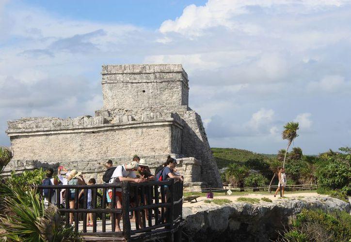 Más de dos millones de turistas ingresaron a la zona arqueológica de Tulum el año pasado. (Sara Cauich/SIPSE)