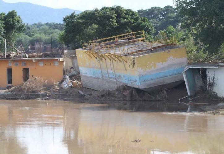 El IMSS toma medidas ante las lluvias y huracanes que han afectado casi todo el país y causado más de 140 muertos. (Notimex)