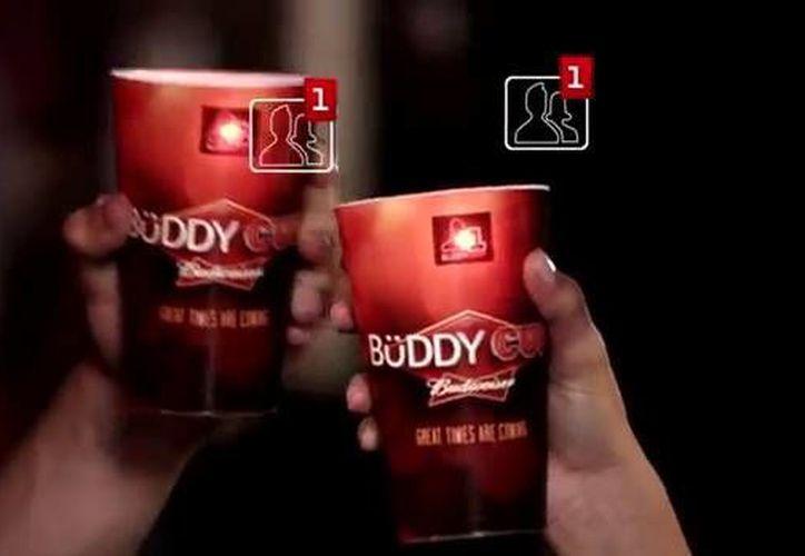 """La finalidad de """"La copa de amigos"""" es mejorar la activación de la marca de cerveza 'Budweiser'. (YouTube)"""