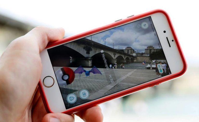 Harta de jugadores de Pokémon Go estén de aquí para allá en la Catedral de Colonia, autoridades religiosas ya contrataron a un abogado. (Foto de contexto tomada de AP)