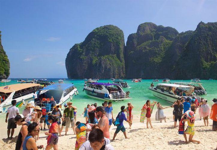 El arribo excesivo de turistas está terminando con el ecosistema de la Bahía Maya en Tailandia. (Foto: Expedia)
