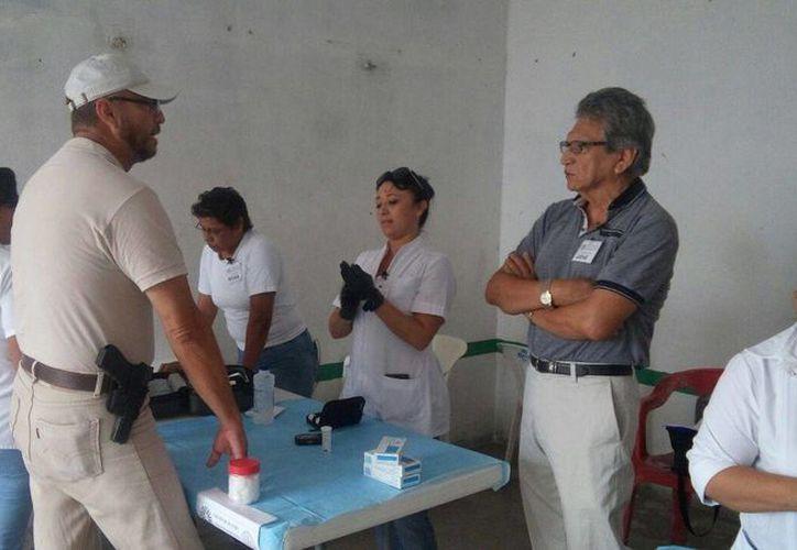 Las brigadas de salud en esta ocasión visitaron al Cárcel Pública de Cozumel. (Redacción/SIPSE)