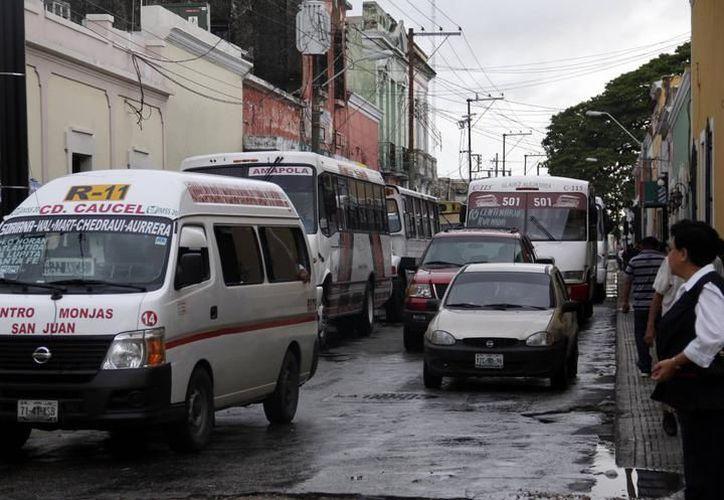 A pesar de que transportistas buscan un ajuste en el precio, la administración estatal buscará esquemas para no afectar el bolsillo de las familias meridanas. (SIPSE)