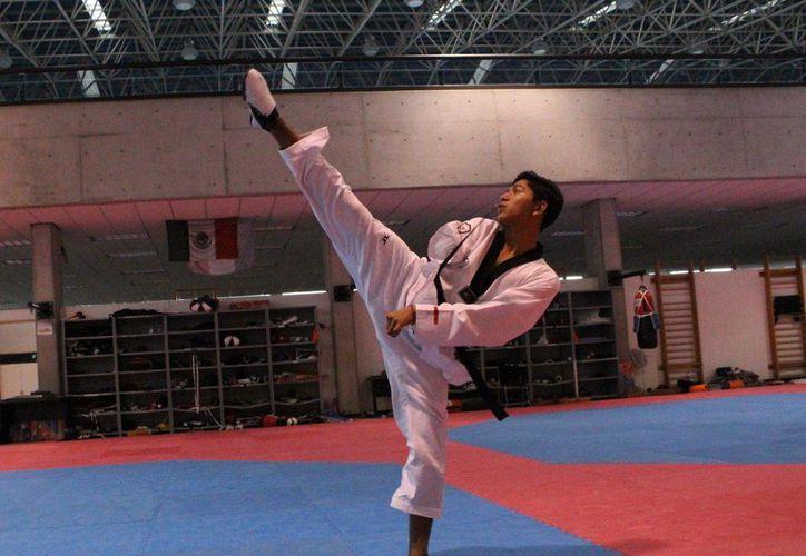 Juan Diego García se llevó el oro en el Campeonato Mundial de Taekwondo, que se realizó en Turquía. (Conade)