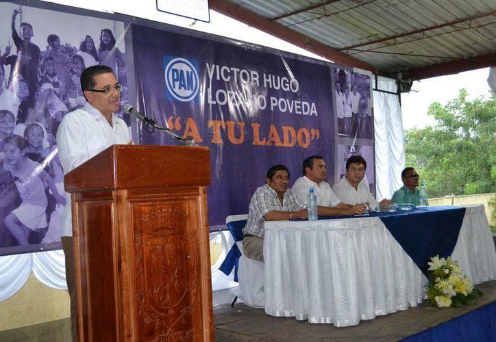 El diputado Víctor Hugo Lozano Poveda durante la presentación de su informe, en Chemax, la tarde del domingo. (Cortesía)