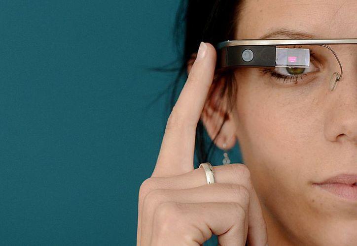 El uso de los sistemas de visualización como las Google Glass está aumentando entre el público, se desconoce con certeza su efecto sobre la visión. (EFE/Archivo)