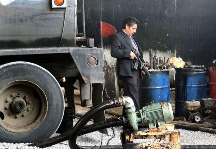 Los criminales tenían una red de distribuidoras y compradores de gasolina. (Foto de contexto)