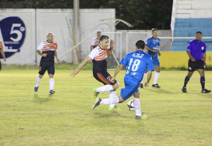 Los encuentros en los cuartos de final, la Uqroo se verá las caras nuevamente ante el Deportivo Tox, mientras que Babilonia se enfrentará a los Avengers. (Miguel Maldonado/SIPSE)