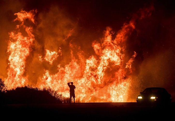 'Thomas' ha destruido más de mil estructuras en California. (Foto: Televisa News)