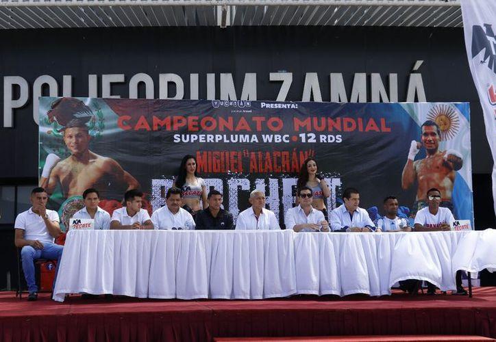 Este miércoles se hizo la presentación de los protagonistas de la velada campeonil de mañana en el Polifórum Zamná. (José Acosta/ Milenio Novedades)