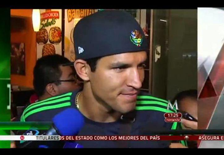 Francisco <i>Maza</i> Rodríguez, durante una entrevista portando el escudo nacional en su gorra. (Captura de pantalla de YouTube)