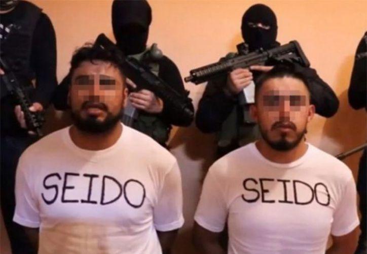 Los agentes fueron grabados por sus secuestradores. (Internet)