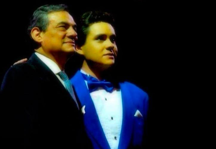 """""""Te vi, te analicé y te vi mucho parecido con mi padre, en este caso sería tu abuelo"""", dijo en su momento José José. (Instagram)"""