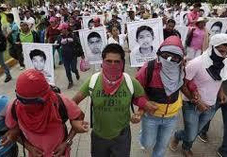 Imagen de una de las protestas realizadas en México por la desaparición de los normalistas de Ayotzinapa. (Archivo/AP)