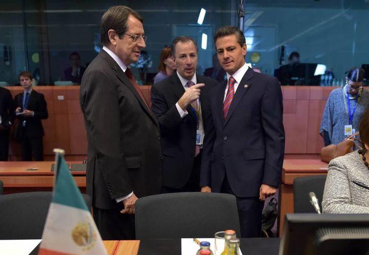 El presidente Enrique Peña dijo que el Papa Francisco se comprometió a visitar México pero no hay fecha todavía. En la foto, el mandatario nacional en la Cumbre del Celac y la Unión Europea en Bruselas. (Notimex)