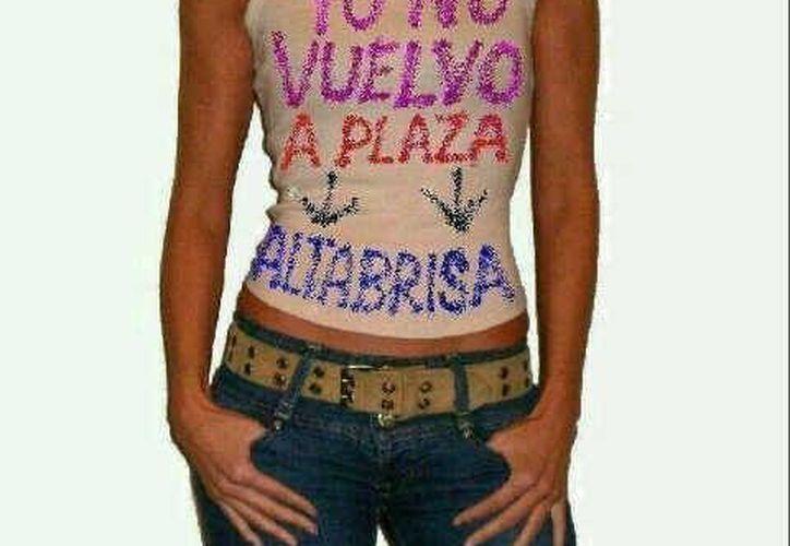 Algunas personas incluso ya diseñaron playeras relacionadas con el tema de Plaza Altabrisa. (Twitter)