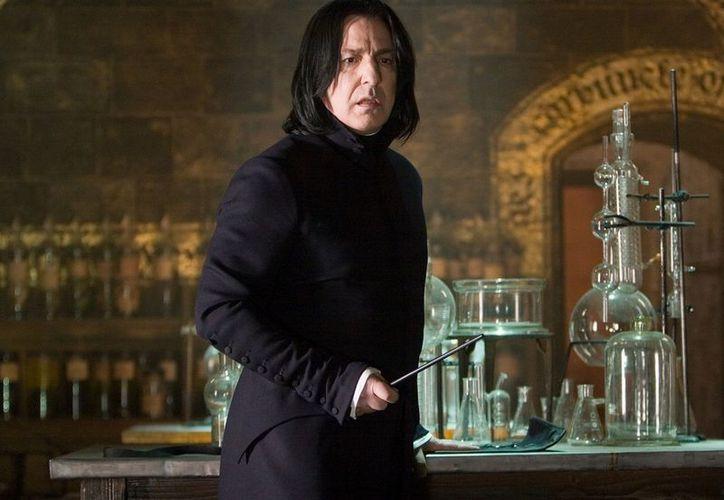 La escritora se disculpó por la muerte de Severus Snape en su cuenta de Twitter. (Foto: Contexto/Internet)