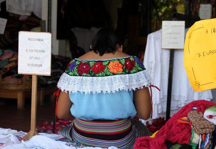 El sacerdote maya lamentó que la Sedesi ha cobrado de las arcas públicas sin hacer en seis años un trabajo eficaz. (Adrián Barreto/SIPSE)